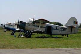 Avion pe aerodrom Cioca