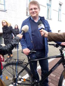 Dan Diaconu langa bicicleta