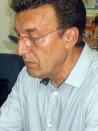 Petru Ehegartner cu privirea in jos