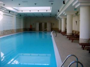 piscina hotel parc buzias