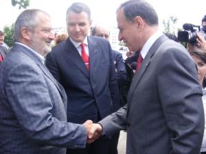Gheorghe CIuhandu (stanga) Mircea Geoana si Ion Bazac (centru)