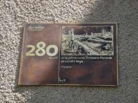 Placa comemorativa picior Pod Tineretii