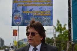 Nicolae Robu langa panou circulatie