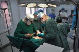 Medici in operatie