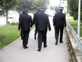 politisti comunitari pe strada din spate