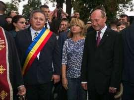 Traian si Maria Basescu impreuna cu Danut Groza Foto Doru Moldovan
