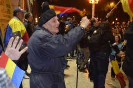 Batran la protest Timisoara Foto Ligia Hutu
