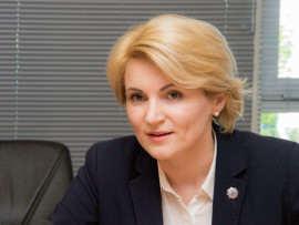 Andreea Paul Vass bust