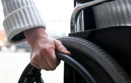 Persoana cu handicap (o) Foto ziuanews