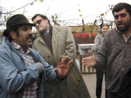 ambasadorul-henri-paul-inspectand-fermele romilor