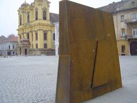 Soclu Totem Piata Unirii Timisoara, Foto renasterea