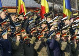 Militari salutand Foto Ziua veche